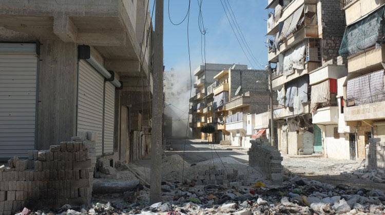 Vue d'une rue dévastée d'Alep