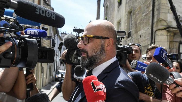 Stéphane Giuranna, l'avocat de Marcel Jacob, au palais de justice de Dijon (Côte-d'Or), le 16 juin 2017. (PHILIPPE DESMAZES / AFP)