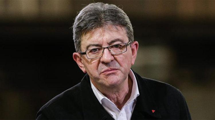 """Jean-Luc Mélenchon, alors candidat du parti d'extrême gauche """" La France insoumise """" pour les élections présidentielles 2017, tient un meeting à Périgueux, le 26 janvier 2017. (MAXPPP)"""